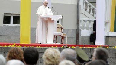 """Папа Франциск разкритикува в Литва онези, """"които експулсират другите"""""""