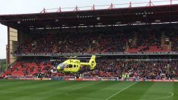 Хеликоптер спаси фен в мач с българско участие