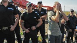 Протестиращите от фабриките на Миню Стайков нападнаха митническия екип