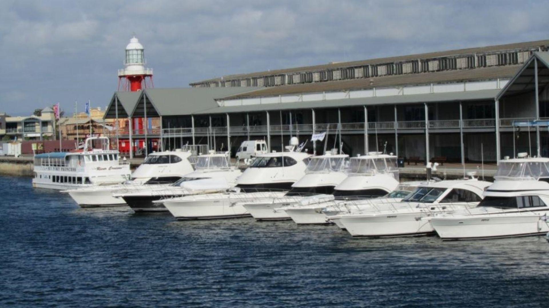 Перфектна акция на полиция, морска охрана и финансови инспектори установи