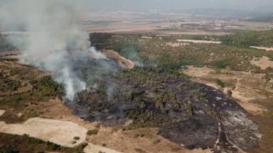 Пожар обхвана 500 дка гори и лози край град Баня