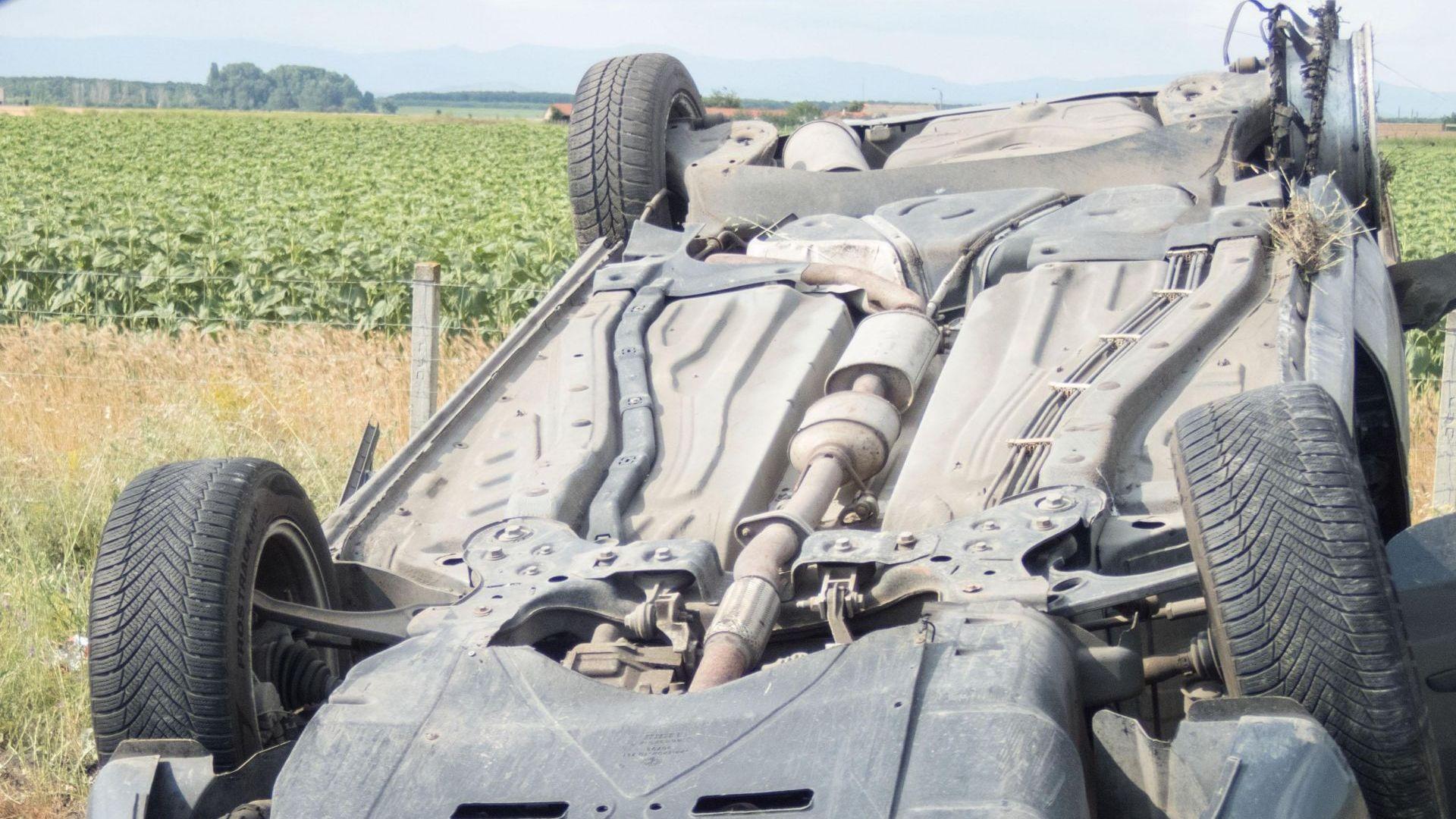 Шофьор загина след удар в крайпътни дървета