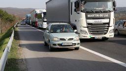КАТ: Може да се кара в аварийната лента на магистрала, ако има ремонт