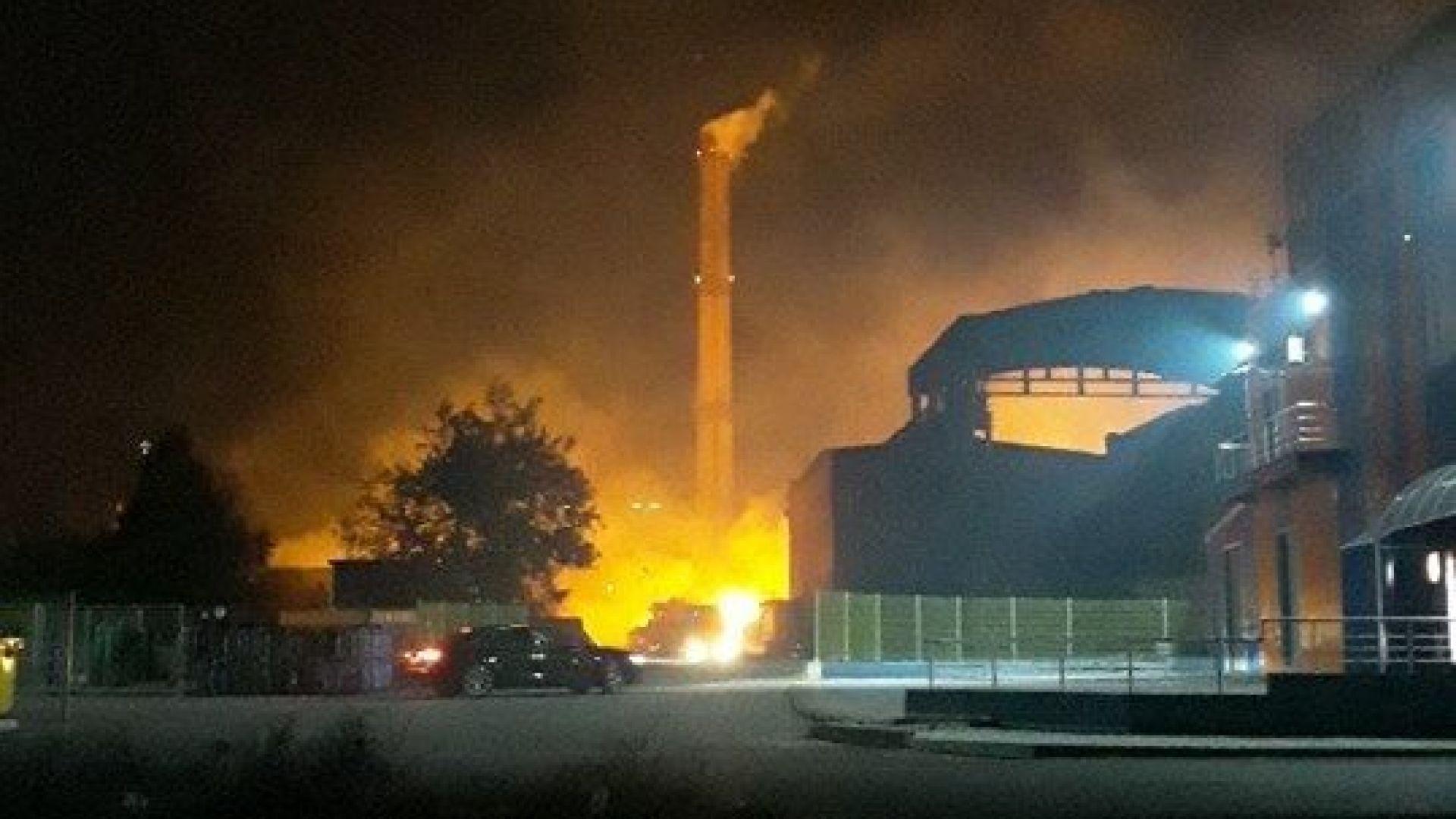 Водещата версия за пожара в ТЕЦ-а: Искри от проводници възпламенили балите