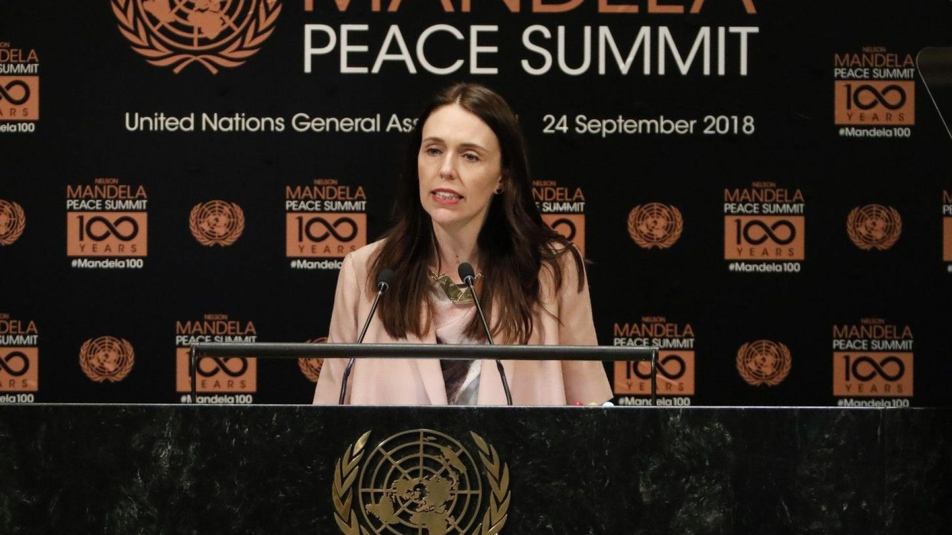 Джасинда Ардърн произнася речта си