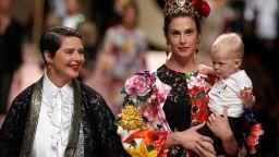 """Изабела Роселини, Моника Белучи и Карла Бруни дефилираха за """"Долче и Габана"""""""
