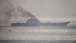 """Русия модернизира """"димящия"""" си самолетоносач"""
