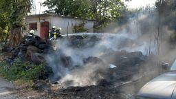 """Пожар избухна в двора на """"Тих труд"""" в столицата (снимки)"""