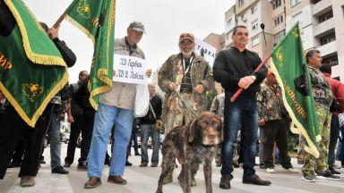 Ловци блокираха Дунав мост заради забраната за групов лов на глигани