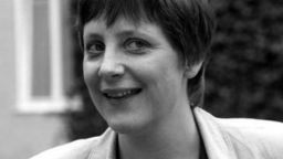 Младата Меркел почивала в България и внасяла контрабандно валута