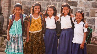 Макрон, Мей и Трюдо: Всички момичета да тръгнат на училище до 2030