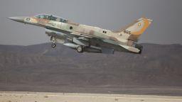 Израелски военни погрешка обстрелваха израелски пътнически самолет