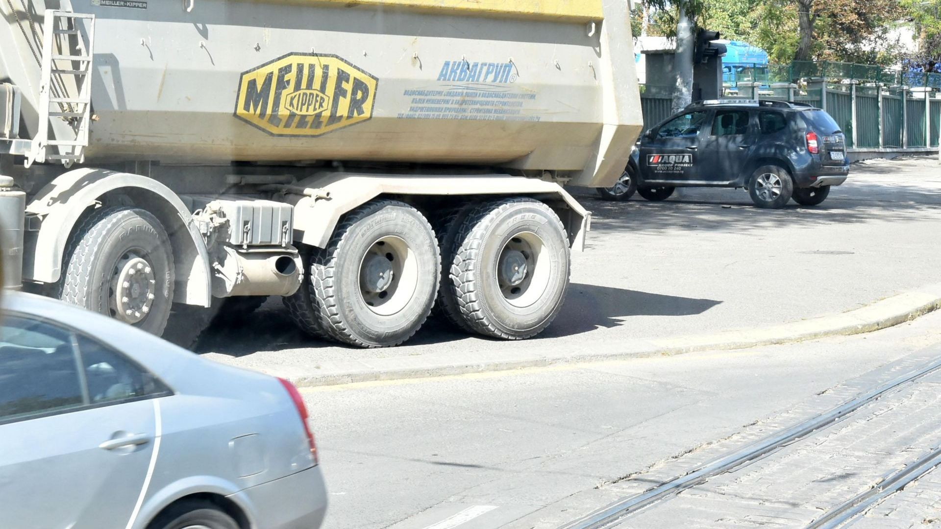 Пешеходка загина, след като беше блъсната от тежкотоварен автомобил в