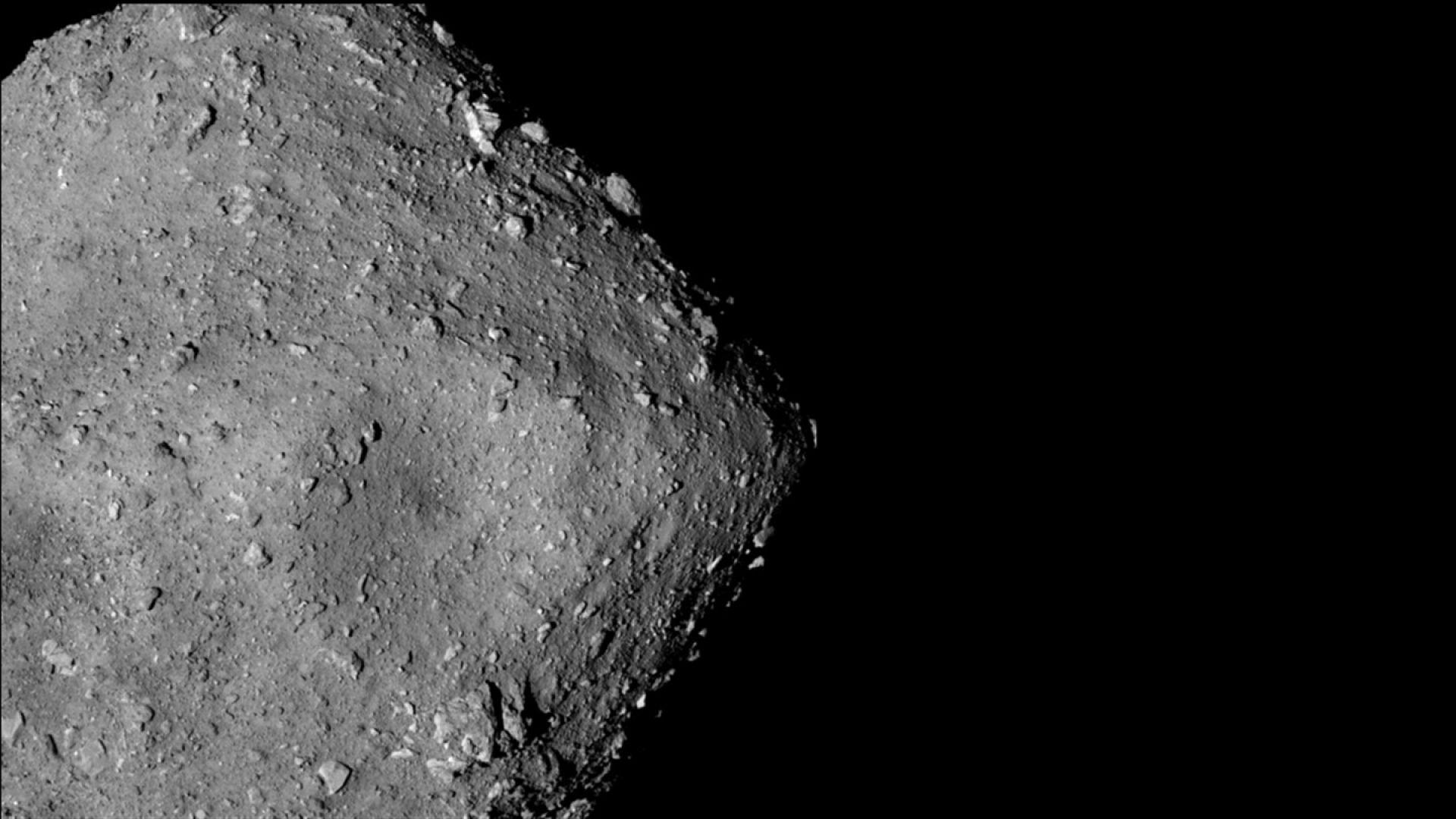 Проби от астероид пътуват към Земята