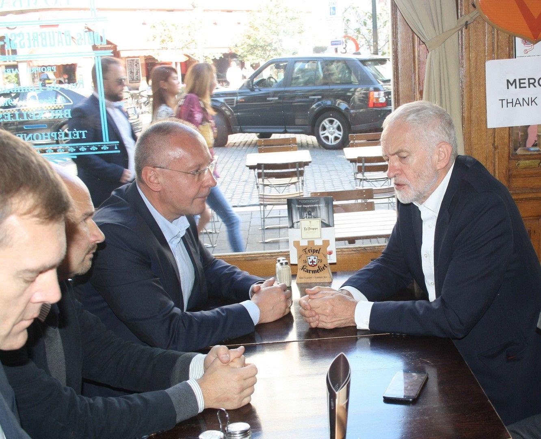 Лидерите на ПЕС и на Лейбъристката партия разговаряха в Брюксел