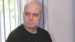 """Слави Трифонов гневен след отказа на съда: Правя нова партия - """"Има такъв народ"""""""