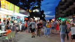 Искат разделяне на градове и курорти на парти и тихи зони