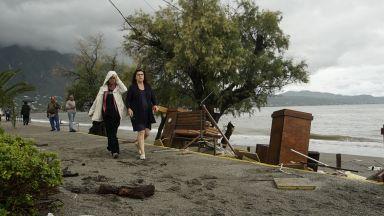 Циклонът Ксенофон потопи Пелопонес, разрушени са курорти, села и пътища