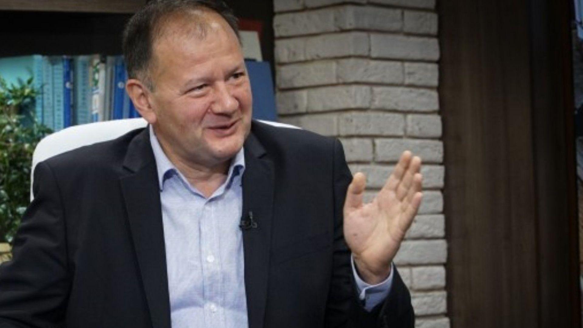 Миков след призивите за оставка на Нинова: Тя управлява партията еднолично