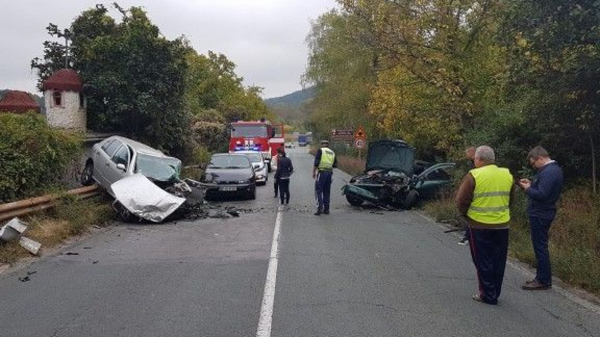 Тежка катастрофа затвори главен път Е-79 край Мездра (снимки)