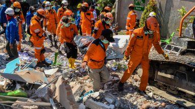 Спасители откриха телата на 34 студенти в църква на о. Сулавеси