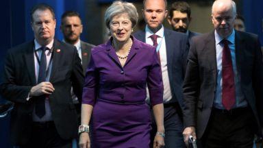 Тереза Мей се разграничи от външния си министър: ЕС не е като СССР