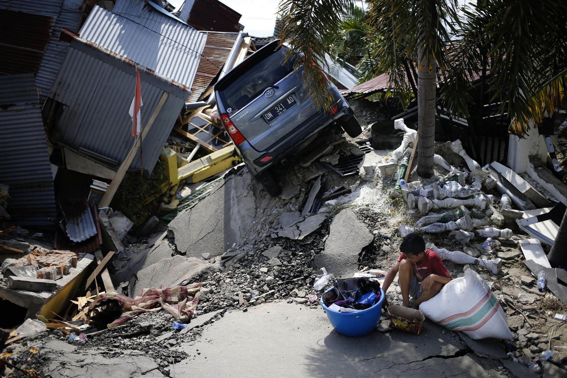 След опустошителния трус от 7,4 по Рихтер в Индонезия