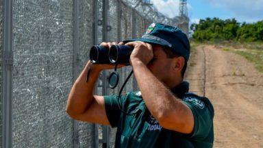 Задържаха двама каналджии и 36 незаконни имигранти
