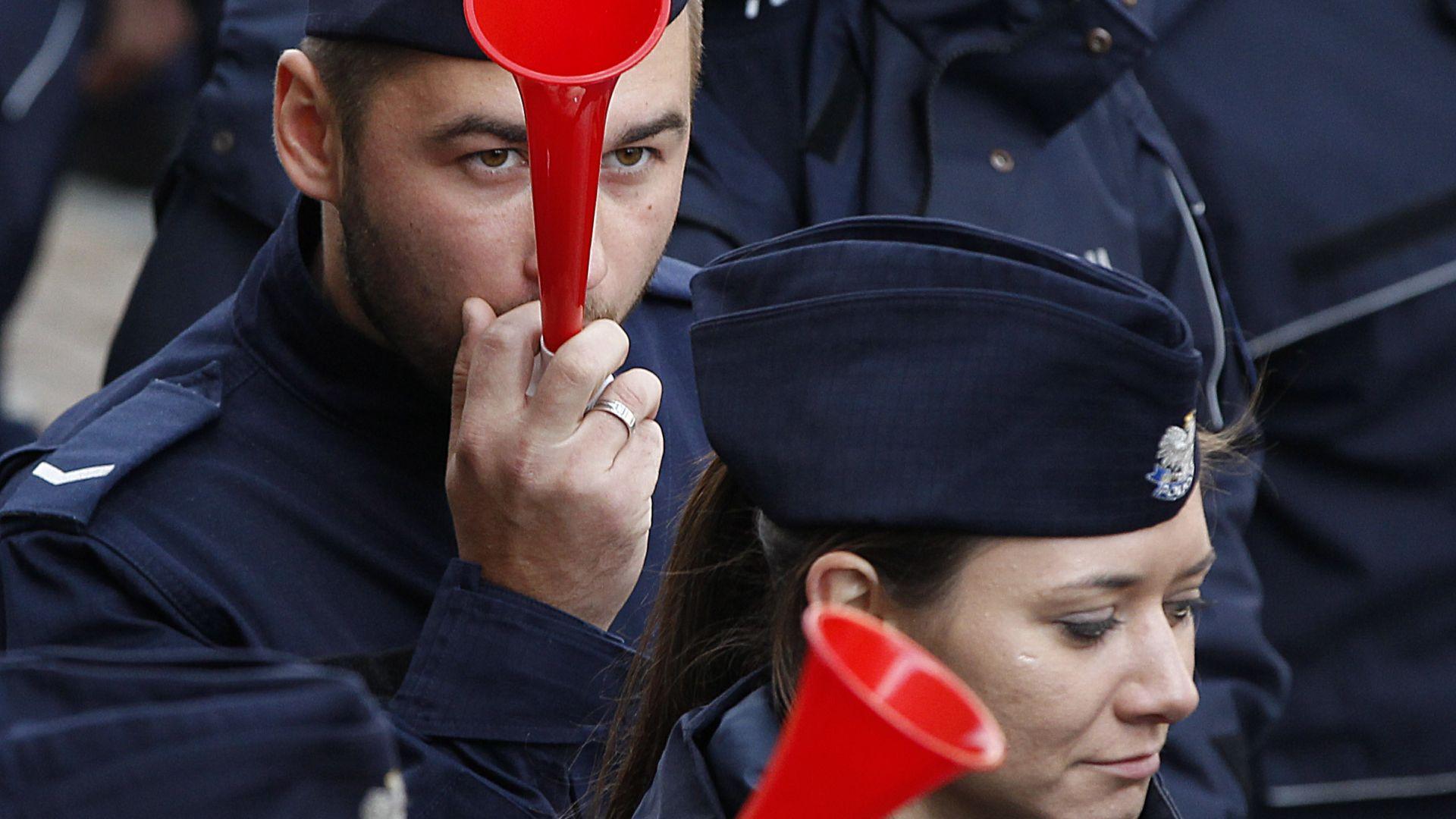 Хиляди полицаи протестираха във Варшава (снимки)