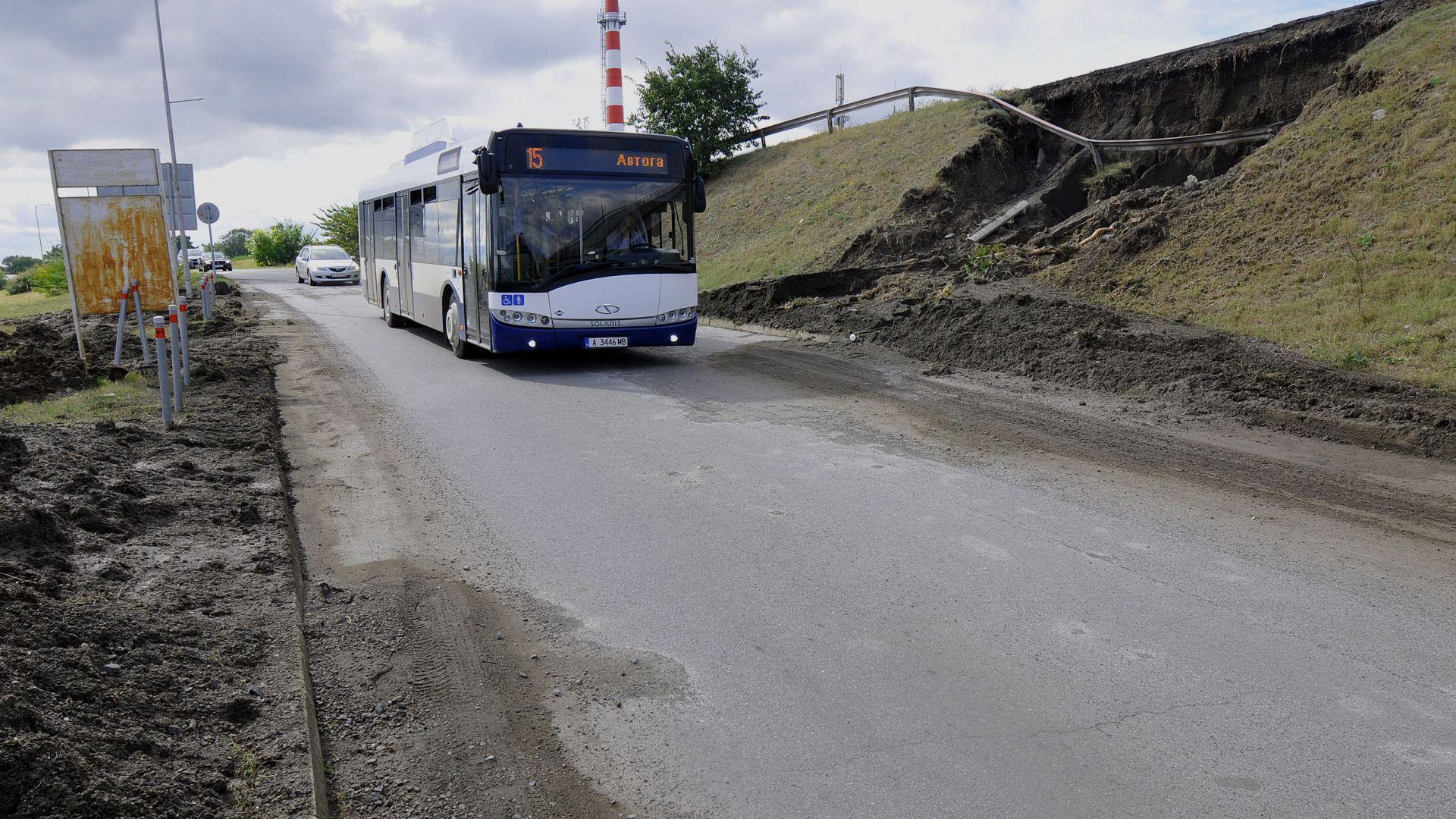 Битка с щетите в Бургаско след пороя (видео и снимки)