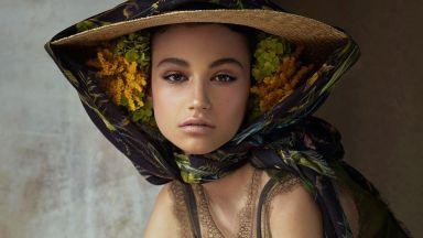 16-годишната Белослава дефилира за Chanel и в Тайланд