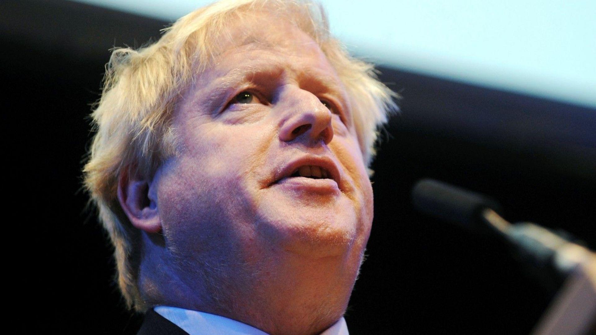 Борис Джонсън атакува: Тереза Мей да изхвърли своя план за Брекзит