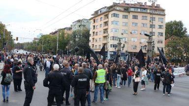 Майките на деца с увреждания блокираха Орлов мост