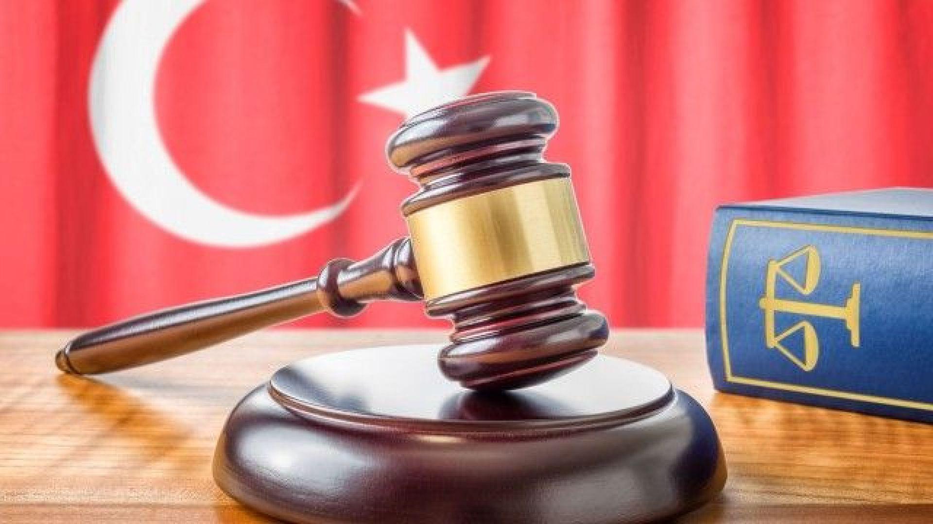 16-годишен турски ученик влиза в затвора, защото целунал 13-годишна