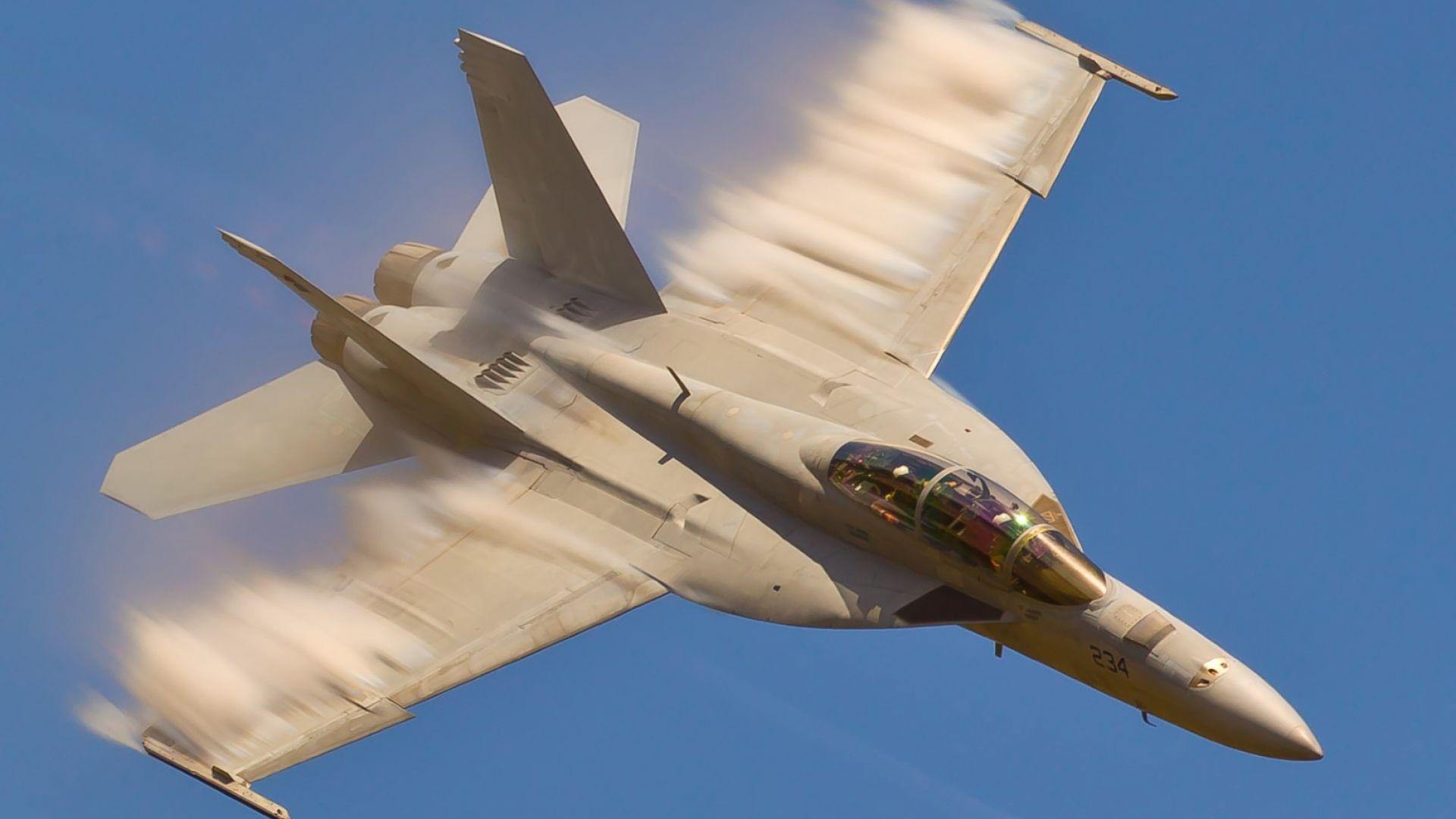 Палубен изтребител F-18 Super Hornet
