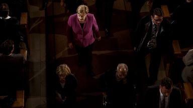 """""""Файненшъл таймс"""": Залязващият авторитет на Меркел е проблем за Европа"""