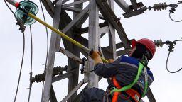 Пожар в шахта с кабели спря тока на места в София