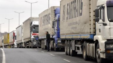 "Турски шофьори блокираха АМ ""Марица"" заради 30 км опашка на границата (видео)"