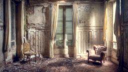 Мистичната красота на изоставените сгради във Франция