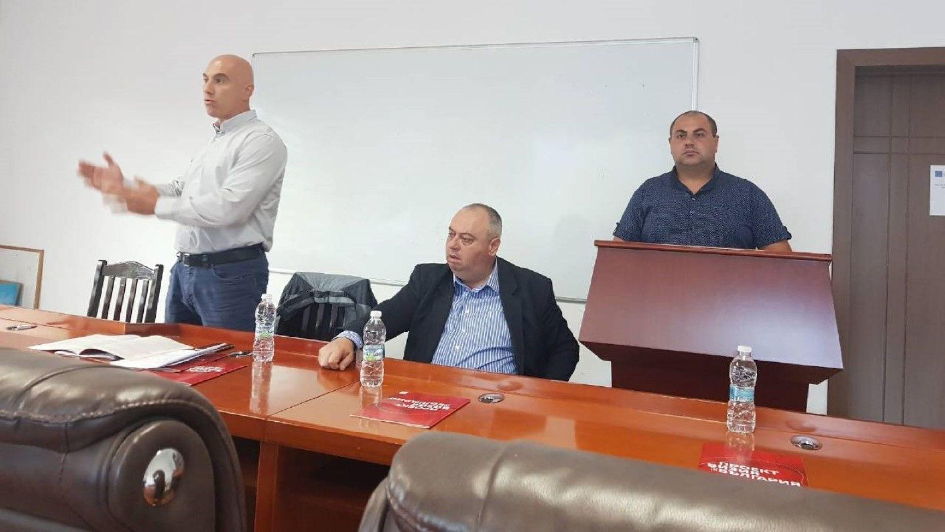 Жителите на Стрелча: Какво да правим с ниската изкупна цена на розите?