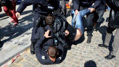 Протести и арест пред Столична община (снимки/видео)