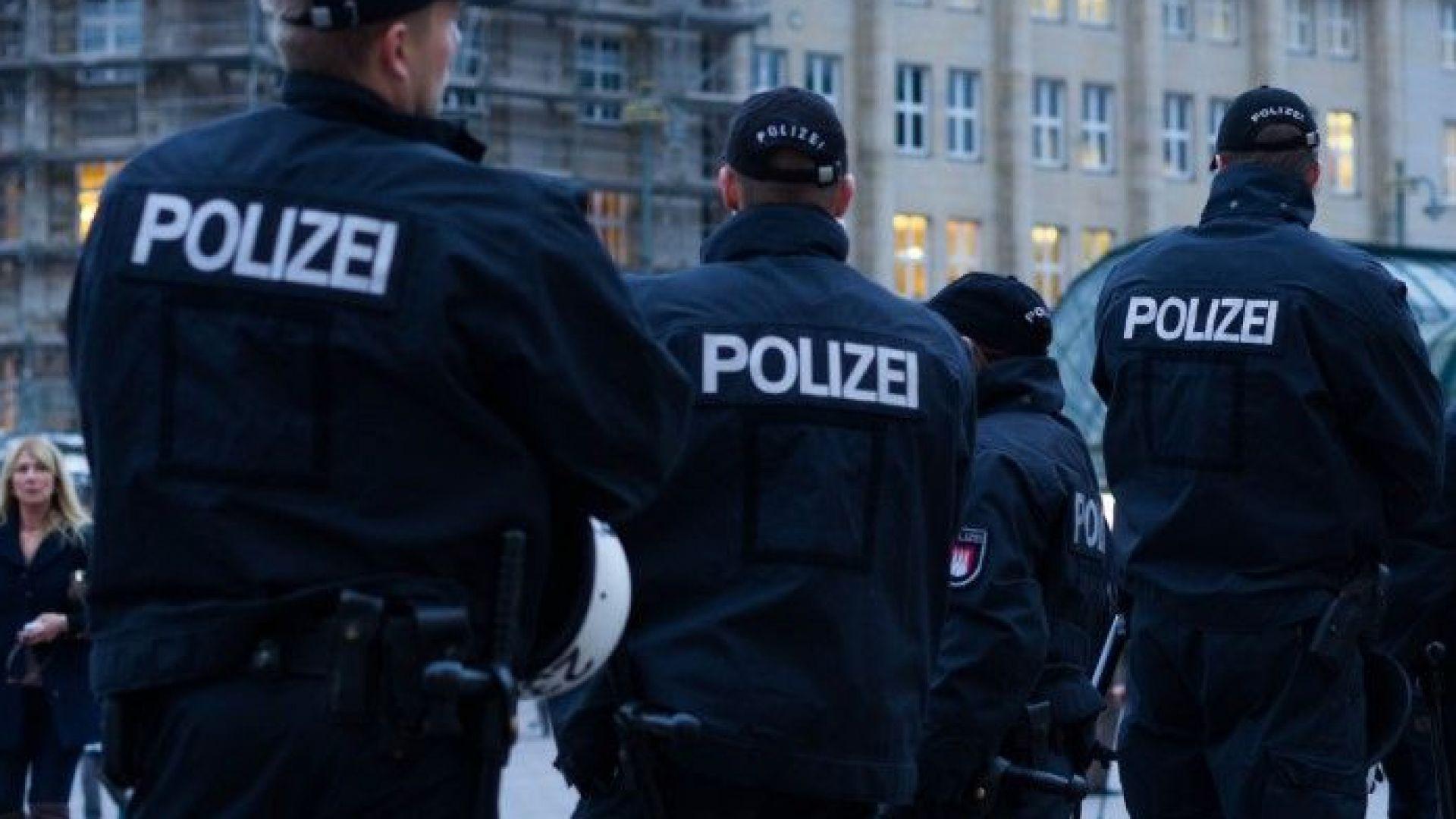 Кола се вряза в хора в центъра на Берлин, има ранени