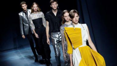 Givenchy посвети колекция на изтънчената женственост в Париж