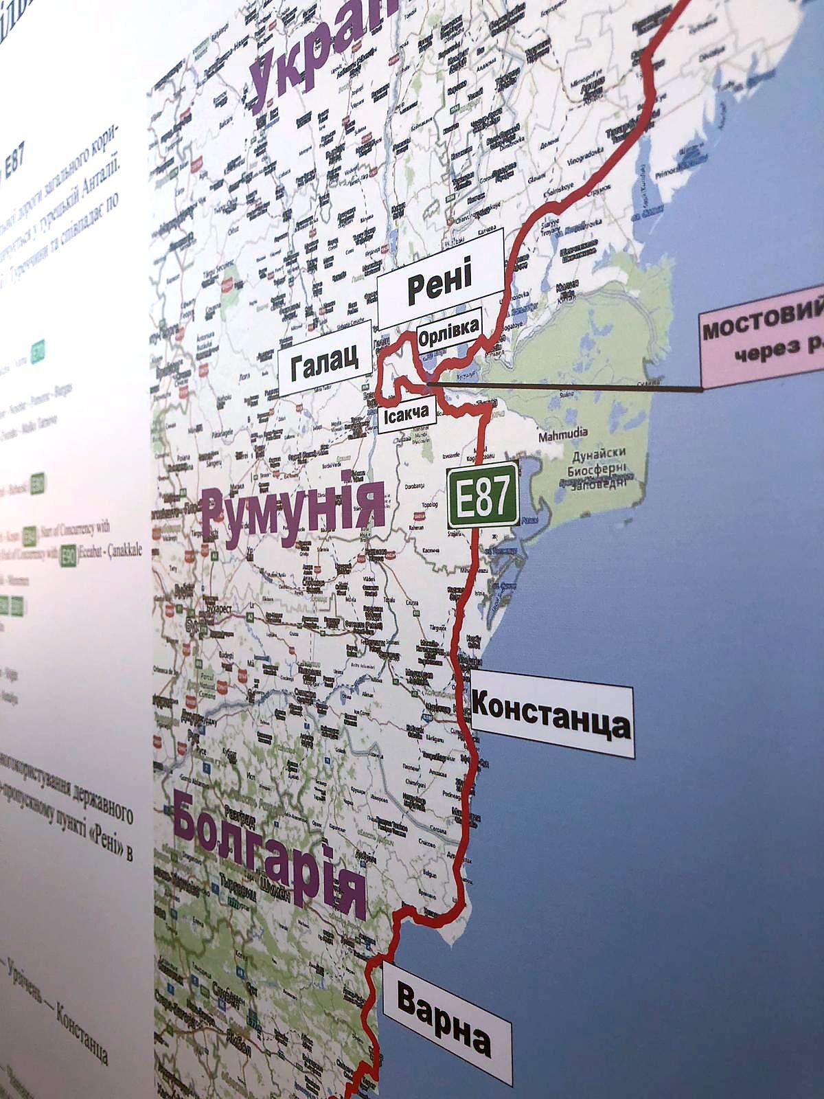 Борисов допълни, че с президента Порошенко са се договорили за пътя Одеса - Рени