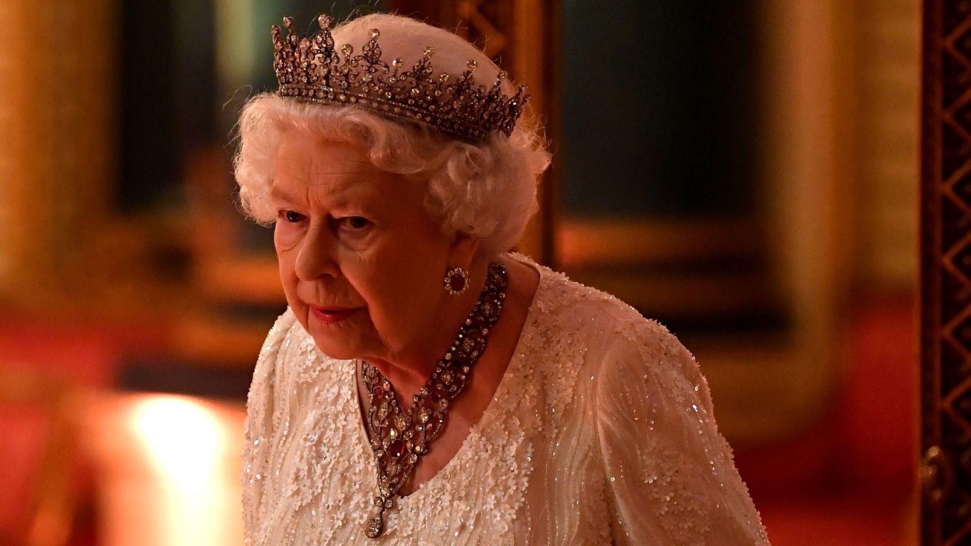 Елизабет II освобождава стаите си в Бъкингамския дворец за ремонт