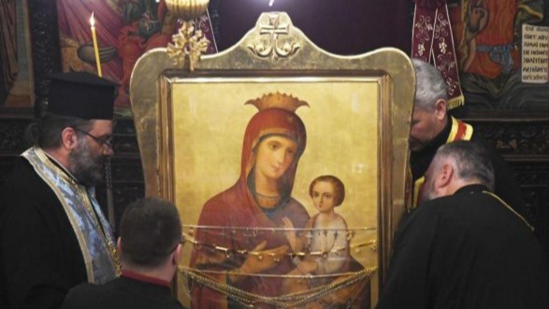 Чудотворна икона пристигна в Стара Загора от Украйна