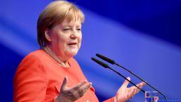 Меркел: Още има време за преговори за Брекзит