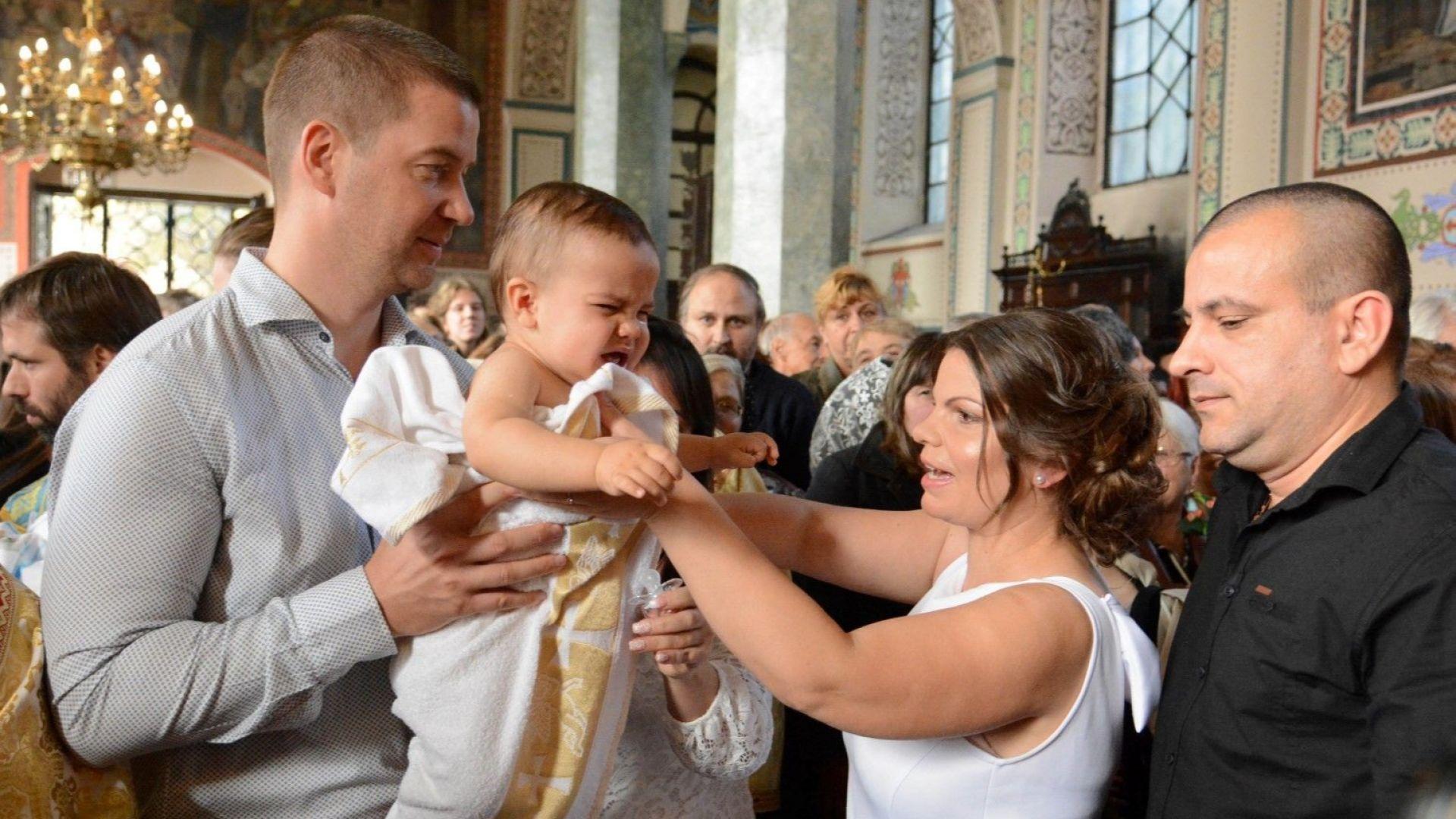 В Стара Загора днес бяха кръстени 131 деца, патриарх Неофит пожела ангел хранител да бъде винаги с тях
