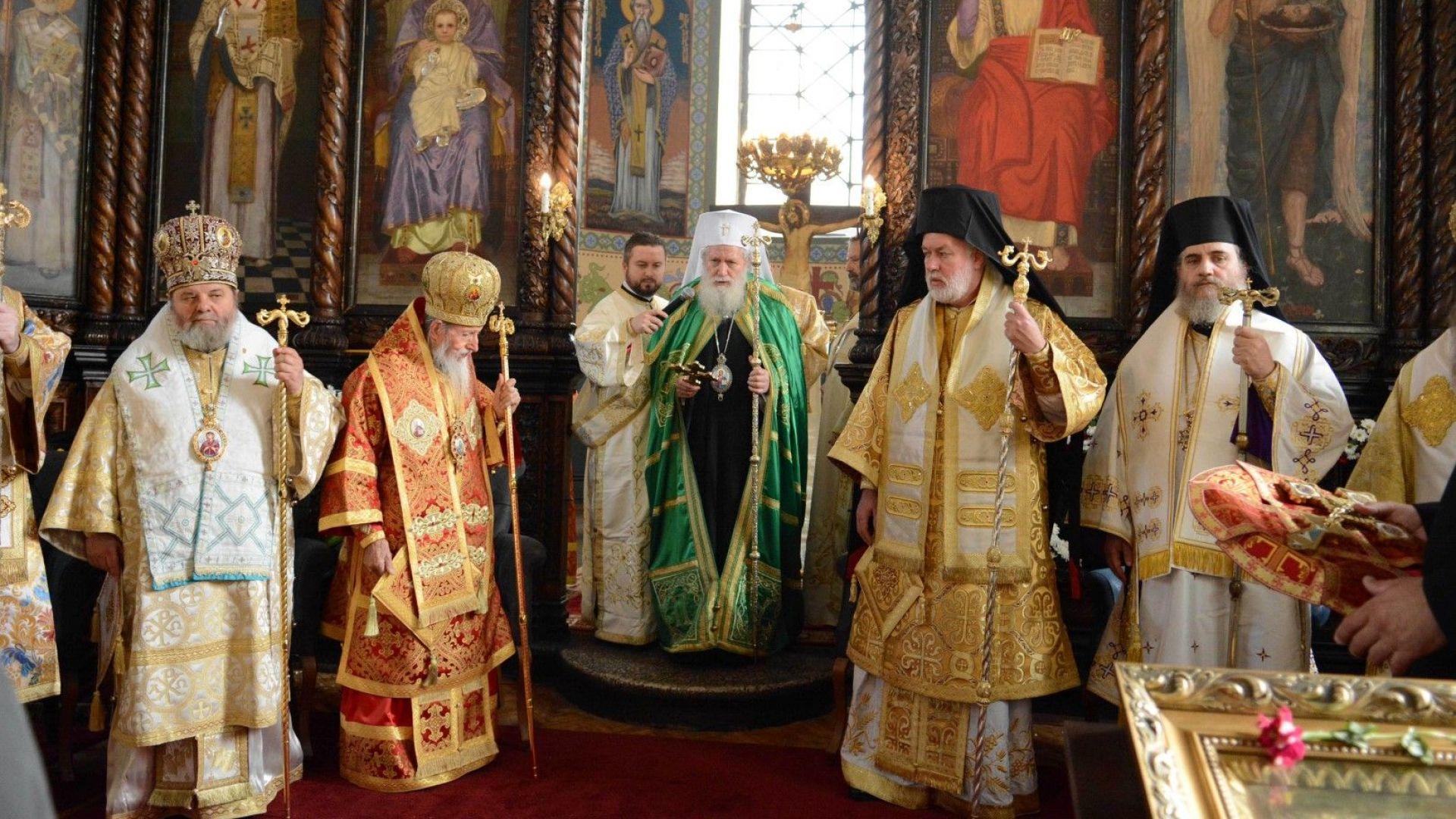 Патриарх Неофит благослови децата в Стара Загора
