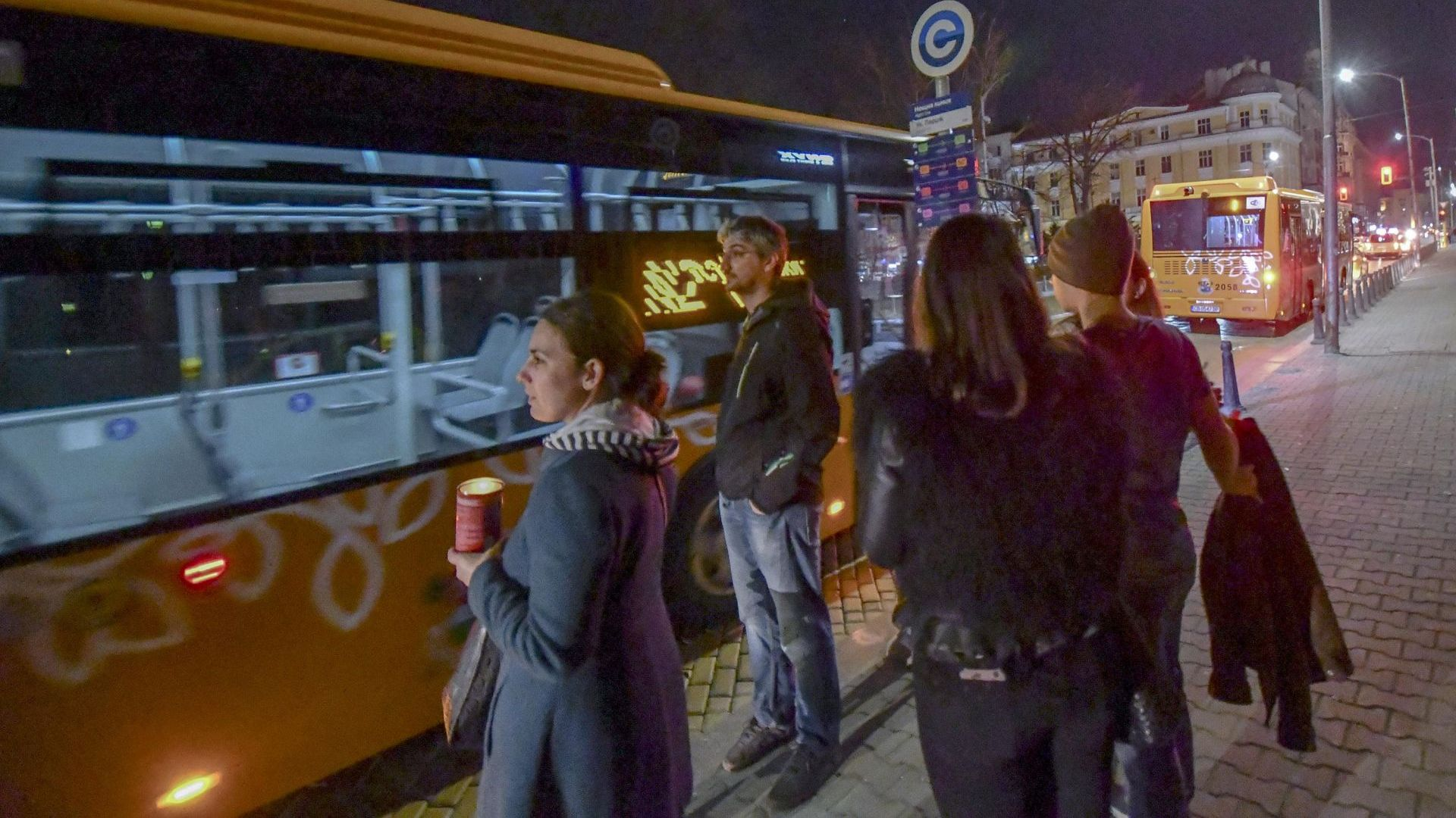 Нощният градски транспорт продаде 74 000 билета в София